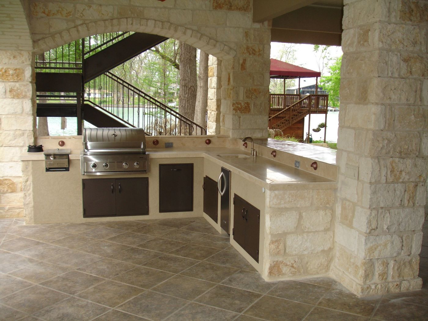 The Benefits of an Outdoor Kitchen